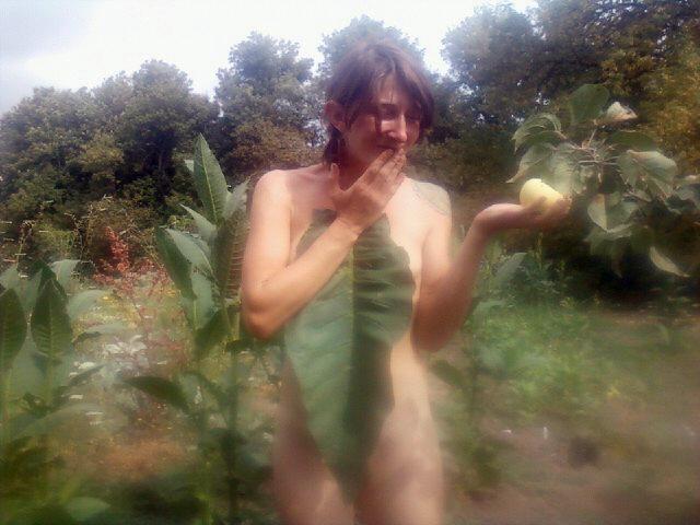 tbgallery-n-w-apple